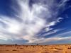 Weisse Wolken über der Wüste